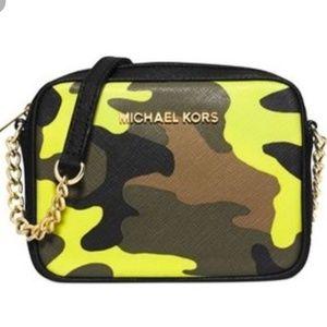 Michael Kors • camo crossbody bag